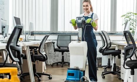 Kompleksowe sprzątanie biur z usługami sezonowymi