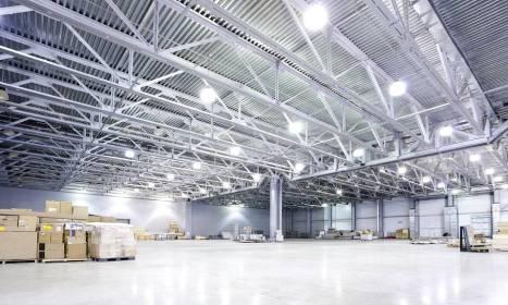 Jak tanio oświetlić halę przemysłową?