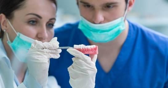 Implanty czy proteza?