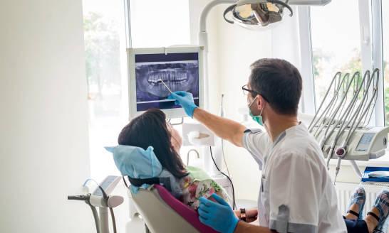 Jaka proteza jest najlepsza? Rodzaje protez zębowych