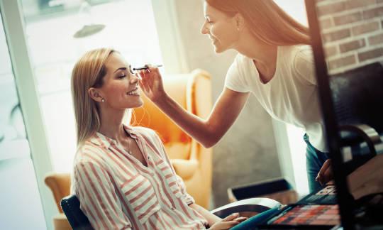 Jak zrobić profesjonalny makijaż na różne okazje?