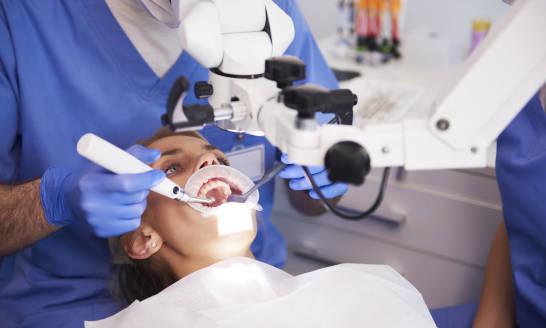 Na czym polega leczenie kanałowe? Ile trwa, przebieg oraz koszt