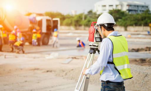 Czym zajmuje się geodeta? Dlaczego warto skorzystać z jego usług?
