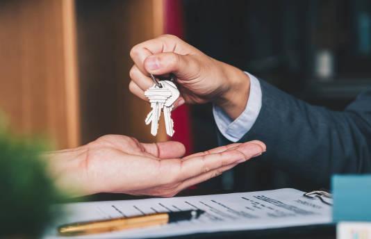 Co powinna zawierać umowa najmu mieszkania? – najistotniejsze kwestie