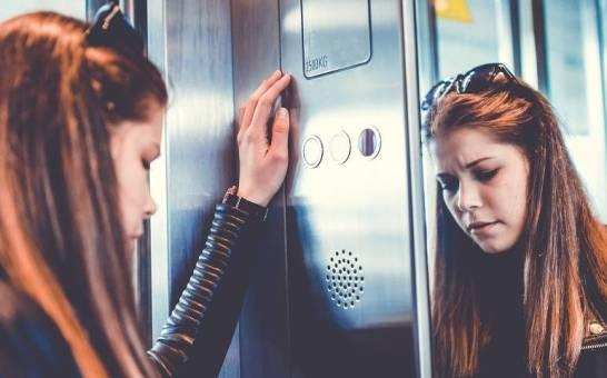 Co robić w przypadku zatrzymania windy?