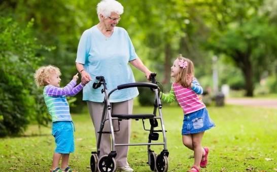 Balkoniki i chodziki jako pomocniczy sprzęt rehabilitacyjny
