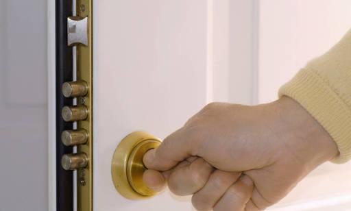 Rodzaje wykończeń zamków drzwiowych