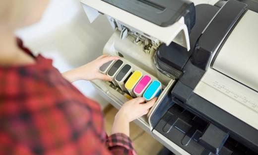 Jak poradzić sobie z zaschniętym tuszem w drukarce?