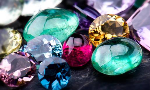 Poznaj 5 kamieni szlachetnych – ich znaczenie, właściwości i zastosowanie!