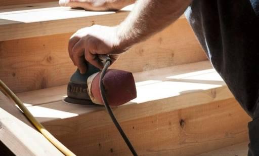 Jak dobrać szlifierkę do drewna?