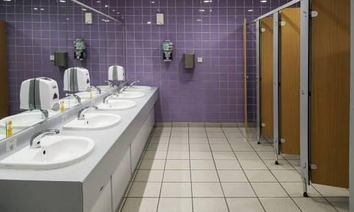 Jak wyposażyć toaletę publiczną?