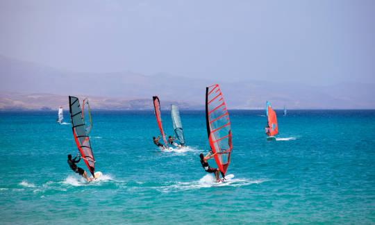 Windsurfing nie jest jednolity. Poznaj jego różne odmiany