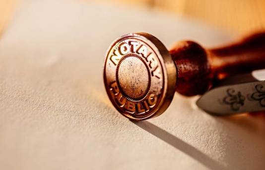 Jakie dokumenty przygotować przed wizytą u notariusza?