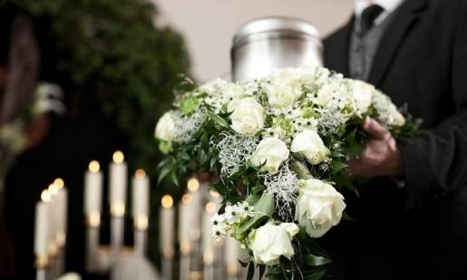 Kremacja a inhumacja - porównanie metod pochówku