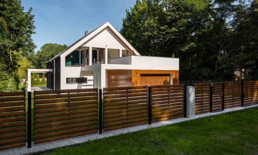 Ceny domów jednorodzinnych pod Warszawą. Co wpływa na wartość nieruchomości?