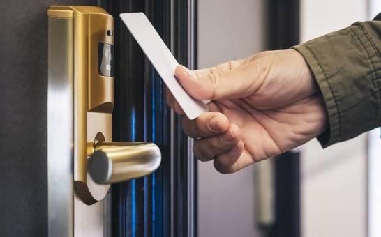 Elektroniczne zamki jako standard wyposażenia obiektów hotelowych