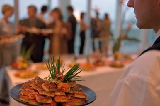 Jak zaplanować menu na konferencję firmową?