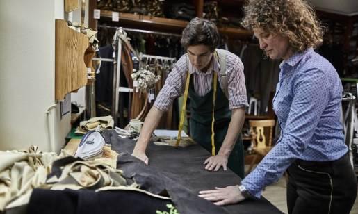 Dlaczego tkaniny na ubrania robocze są oferowane w dziesiątkach kolorów?