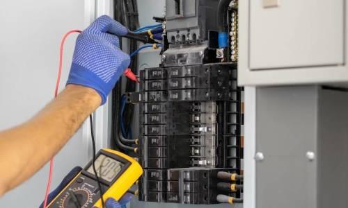 Mierniki i wskaźniki wykorzystywane przy pracach pod napięciem