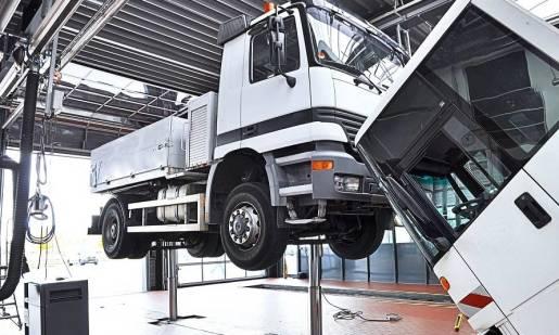 Jak działają podnośniki do samochodów ciężarowych?