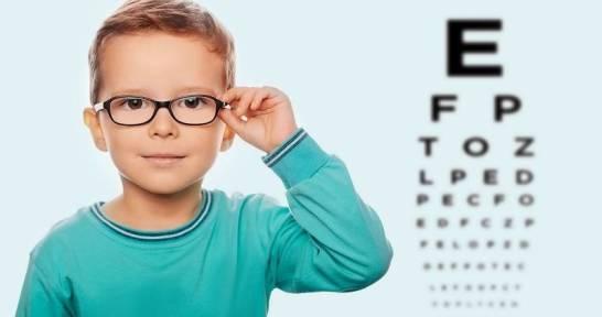 Czy niemowlęta mogą nosić okulary?