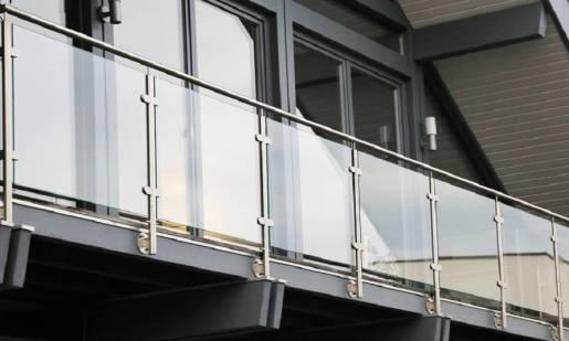Balustrady samonośne w nowoczesnej architekturze