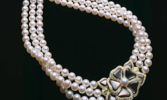 Sztuczna biżuteria – stylowy dodatek dla każdego