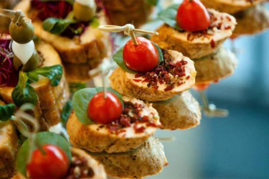 Jak wybrać dobry catering?