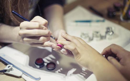 Co to jest manicure japoński i na czym polega?