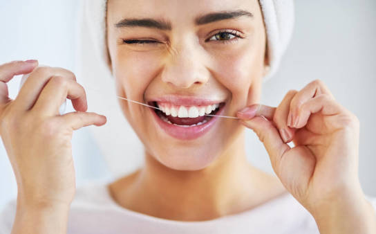 Nić dentystyczna i jej rola w pielęgnacji zębów