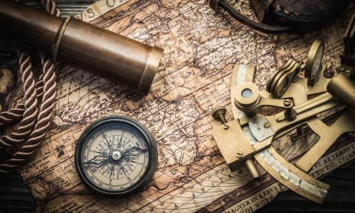 Jakie mapy są stosowane w nawigacji morskiej?