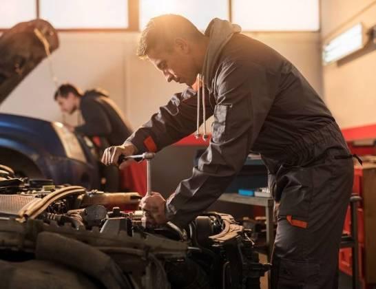 Czy montaż używanych części samochodowych jest bezpieczny?