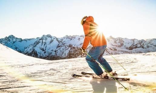 Jak skręcać na nartach? Podstawy techniki narciarskiej