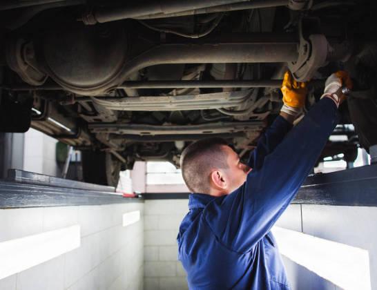 Na czym polega różnica między podstawową a okręgową stacją kontroli pojazdów?