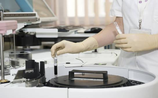 Fartuchy, maski, rękawice – niezbędne artykuły medyczne