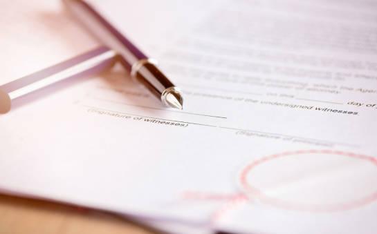 Jakie uprawnienia posiada notariusz?