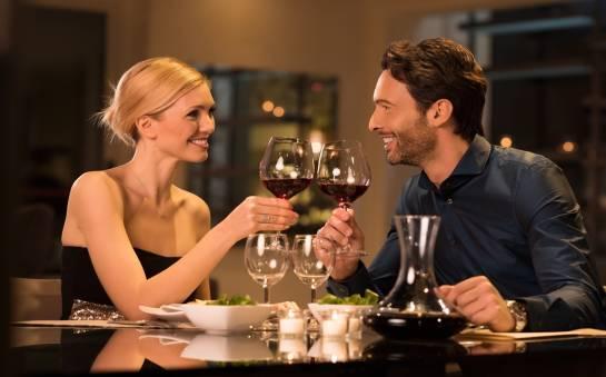 Romantyczny obiad w hotelowej restauracji