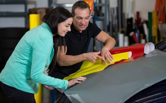 Reklama na sklepie lub samochodzie – jak się wyróżnić?