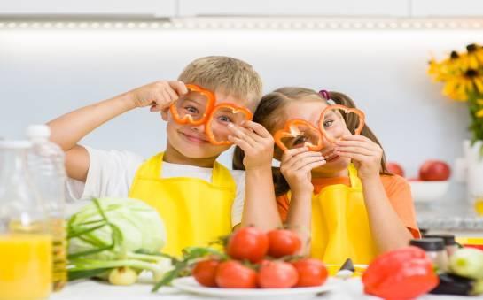 Jak przekonać nasze pociechy do jedzenia warzyw