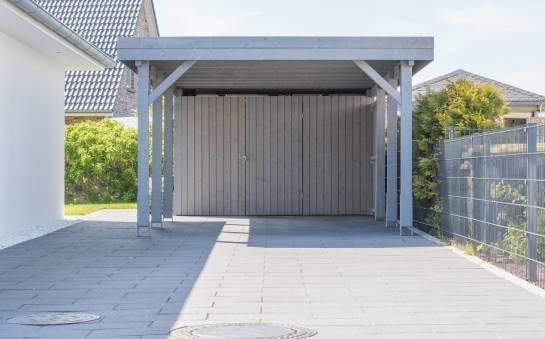 Z jakich materiałów wykonuje się wiaty garażowe?