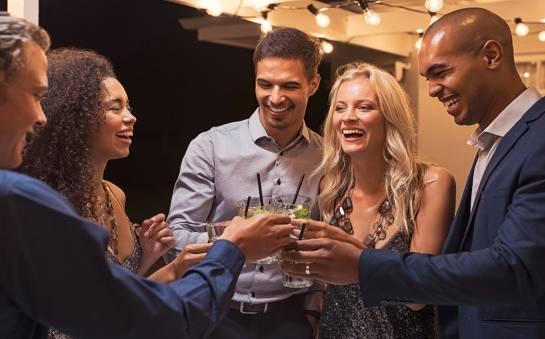 Dlaczego imprezy okolicznościowe warto organizować w restauracji?