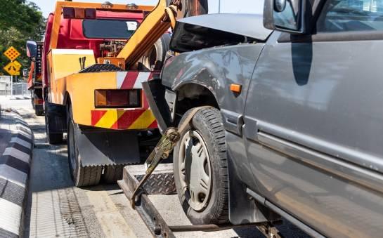 Czy auta niedopuszczone do jazdy mogą przemieszczać się po drogach?