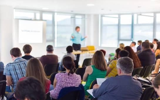 Szkolenia dla nauczycieli - korzyści i wyzwania