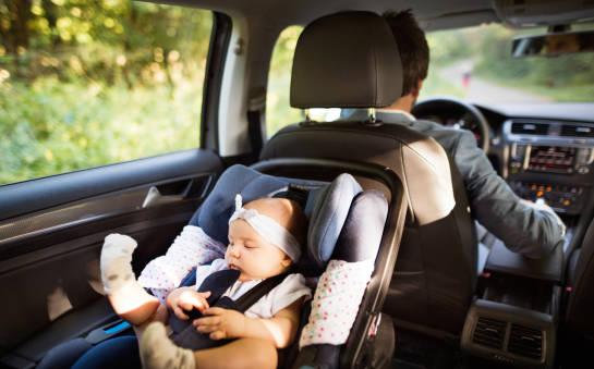 Foteliki samochodowe dla niemowląt