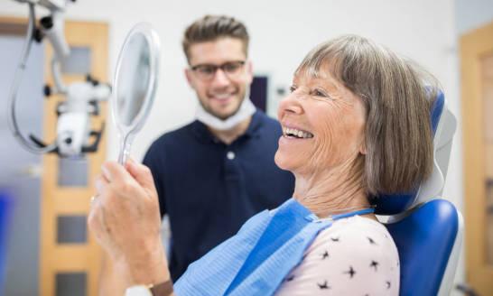 Profilaktyczne zabiegi stomatologiczne u osób w wieku 50+