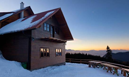 Górski domek z kominkiem. Idealny pomysł na zimowy wypoczynek