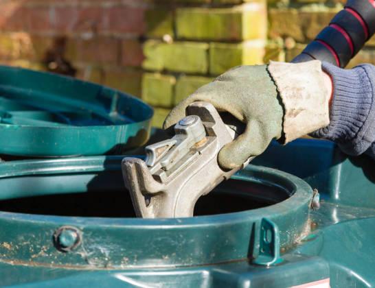 Kiedy konieczne jest użycie dwupłaszczowego zbiornika na olej napędowy?