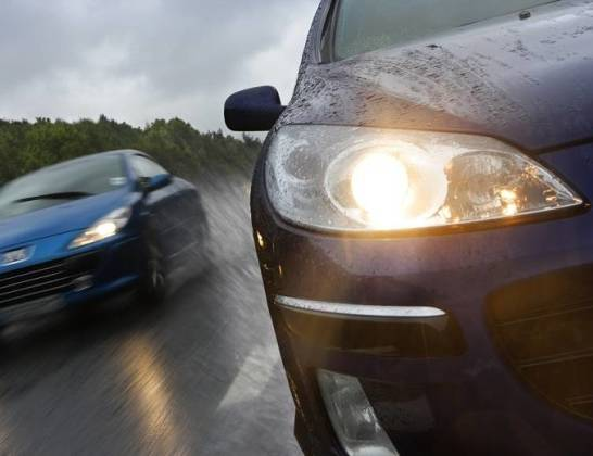 Najważniejsze elementy oświetlenia samochodów osobowych