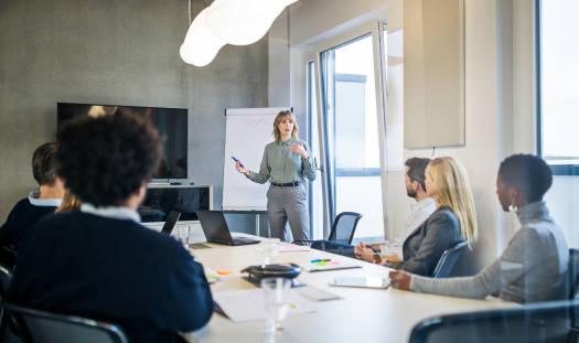 Czym się zajmuje i ile zarabia kierownik biura?
