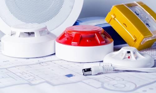 Podstawowe zabezpieczenia przeciwpożarowe budynków. Co do nich zaliczamy?